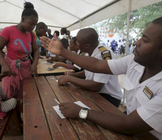 File picture of Zimbabwean Immigration officers at work (Picture by Reuters)