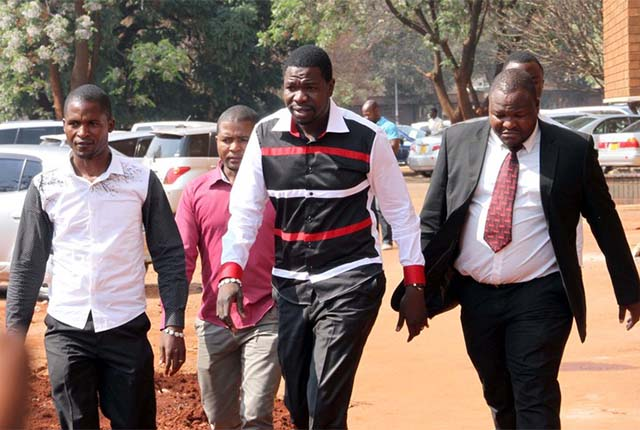File picture of PHD Ministries Prophet Walter Magaya (centre) arriving at Harare magistrate courts while escorted by his lawyer Everson Chatambudza(right) and overseer Admire Mango.(Picture by Innocent Makawa)