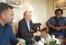 Mrs. Joice Mujuru and Guy Watson Smith and his colleague in London. (Courtesy Photo: Violet Gonda)