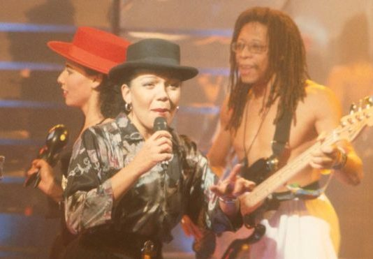 Loalwa Braz, with Kaoma, performing Lambada on BBC show Top of the Pops in 1989