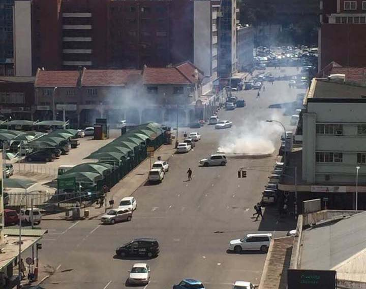 Cops, youths in fierce clashes