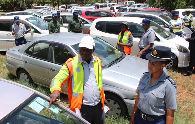 Zinara vehicle licensing inspector, David Masinge stresses a point to Bulawayo police spokesperson Inspector Precious Simango