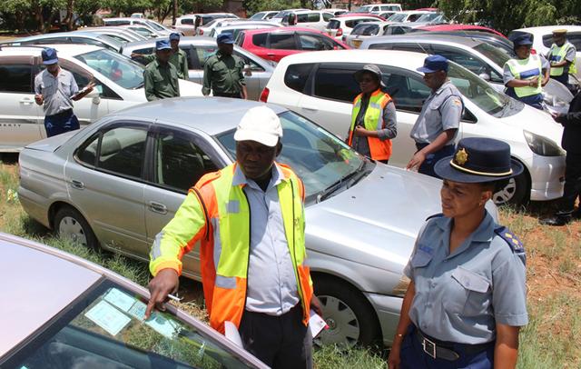 Zinara vehicle licensing inspector, David Masinge stresses a point to Bulawayo police spokesperson Inspector Precious Simango