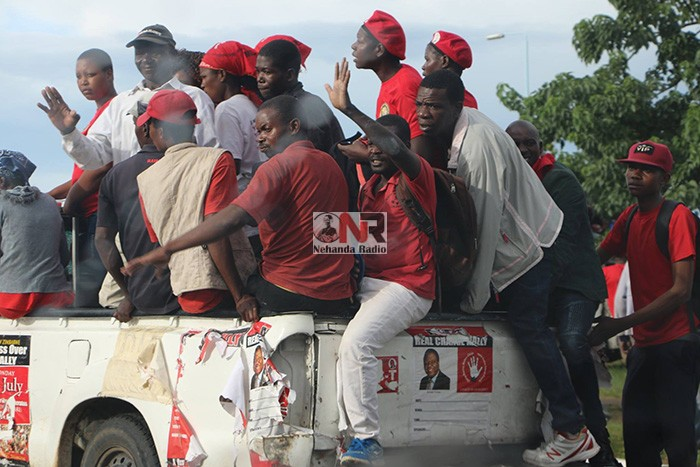 MDC supporters accompany the convoy that was carrying Tsvangirai body