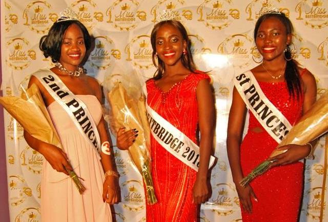 Miss Beitbridge Second Princes Carolis Moyo, centre Miss Beitbridge 2018 Ruvimbo Mukandatsama and First Princess Amanda Makate