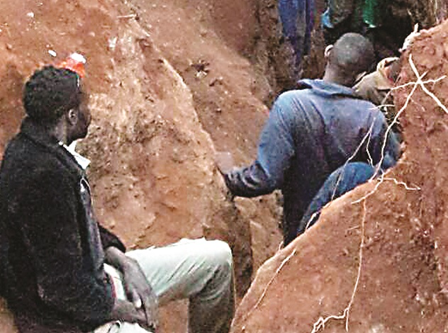Illegal miners work a section of Old Motapa Mine in Inyathi that has been invaded by more than 300 fortune seekers
