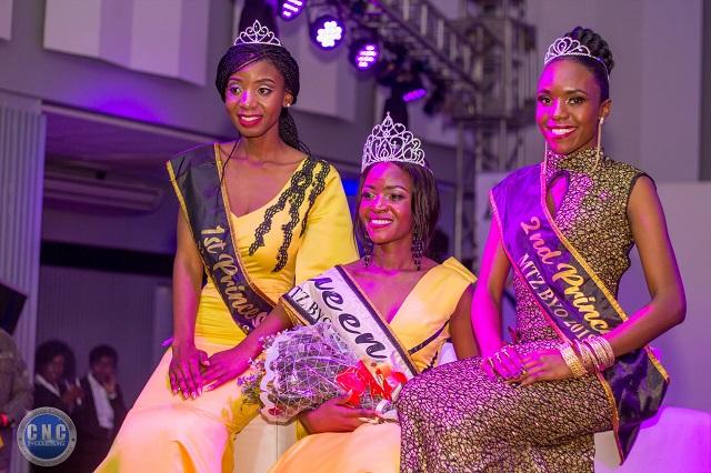 Miss Tourism Zimbabwe (MTZ) Bulawayo queen Anelisiwe Ndebele flanked by first princess Sibuisiwe Falala and second princess Tendai Sibanda (left)