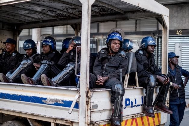 'Zim police in distress' thumbnail