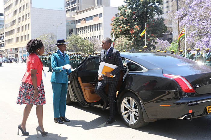 Justice Mayor Wadyajena arriving at Parliament in a Jaguar XJ