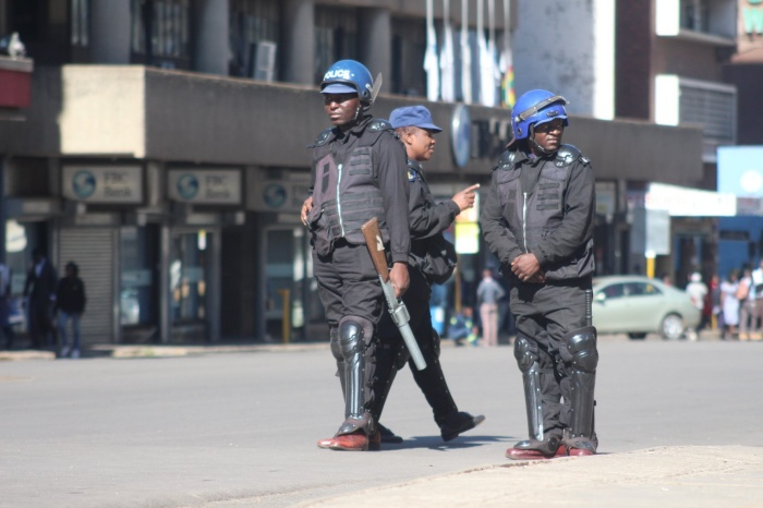 Heavily armed police barricaded the headquarters of the opposition Movement for Democratic Change (MDC), barring vehicles from passing through the area in central Harare.