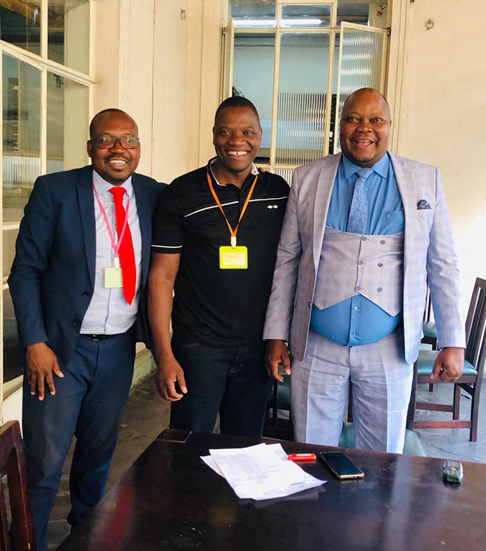 In the original picture Sikhala (right) was pictured with Hwange Central MP Daniel Molokele (left) and former Zengeza MP Tafadzwa Musekiwa (centre) who is now based in the United Kingdom.