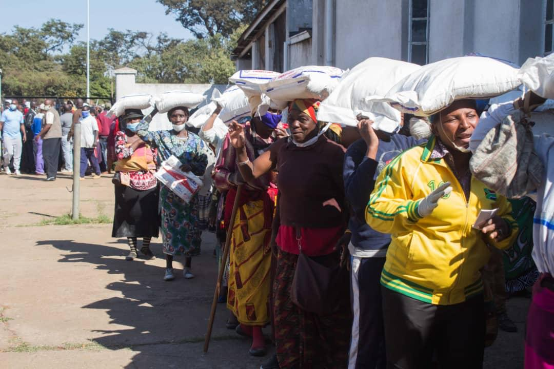 Harare Mayor councillor Herbert Gomba praised Prophet Uebert Angel after the Spirit Embassy: GoodNews Church founder continued his US$1 million coronavirus relief aid programme by donating thousands of bags of mealie meal to vulnerable families in Mbare, Harare on Sunday.