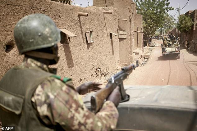Armed men kill 40 in brutal Mali village attacks thumbnail